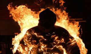 Un hombre en llamas