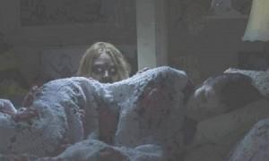 a veces me despierta una voz a las 4 de la mañana